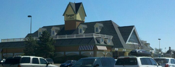 Tanger Outlet Howell is one of Lieux qui ont plu à Gerry.