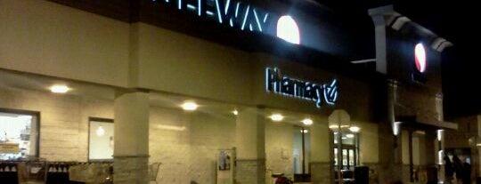 Safeway is one of Lugares favoritos de Mike.
