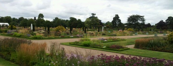 Trentham Gardens is one of Lieux qui ont plu à Carl.