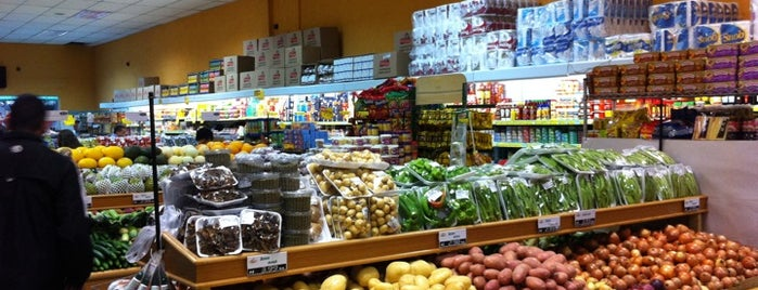 Vila das Frutas is one of Posti che sono piaciuti a Roseli.