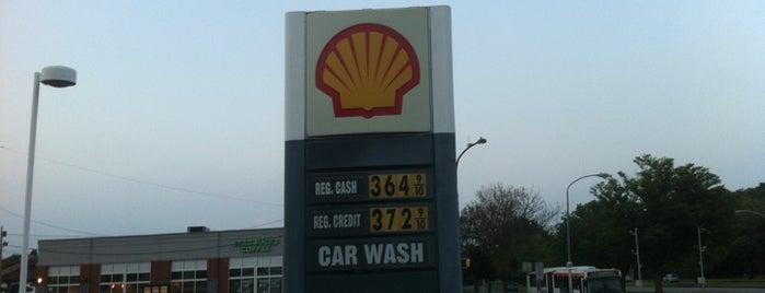 Shell is one of Tempat yang Disukai Alberto J S.