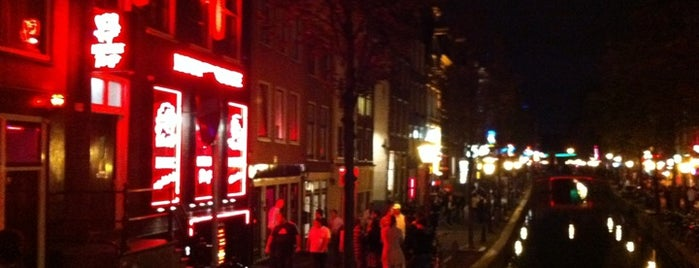 Red Light District / De Wallen is one of Holanda.