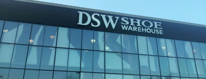 DSW Designer Shoe Warehouse is one of Locais curtidos por Arun.