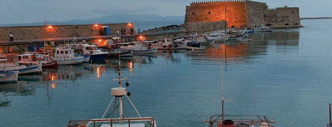 Port of Heraklion is one of Orte, die Kyriaki gefallen.