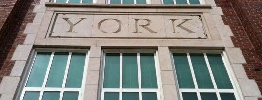 York High School is one of Orte, die Consta gefallen.