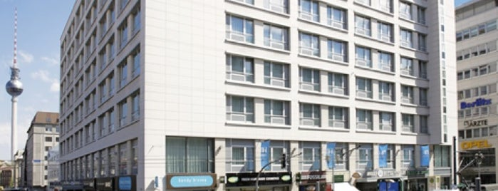 Hotel NH Collection Berlin Mitte Friedrichstrasse is one of สถานที่ที่ Esteban ถูกใจ.