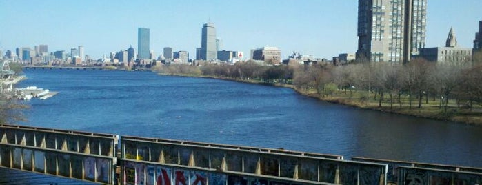 Boston University Bridge is one of Posti che sono piaciuti a Kavitha.