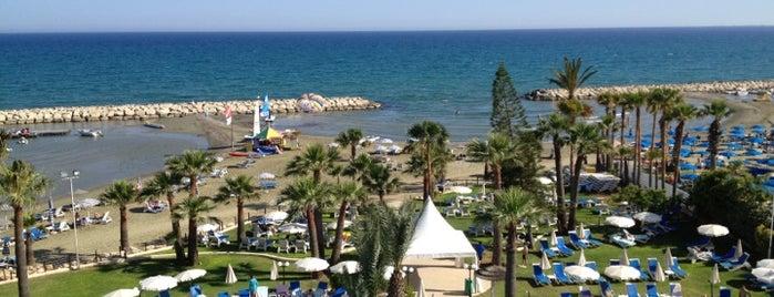 Golden Bay Beach Hotel is one of B'ın Beğendiği Mekanlar.