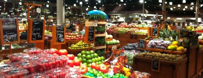 The Fresh Market is one of สถานที่ที่ Kat ถูกใจ.