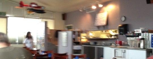 Flight Deck Restaurant & Lounge is one of สถานที่ที่ Heather ถูกใจ.