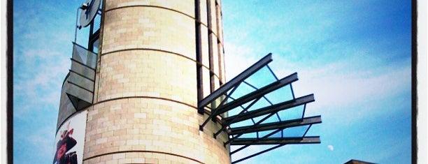 Pointe-à-Callière, musée d'archéologie et d'histoire de Montréal is one of Tempat yang Disukai Carmen.