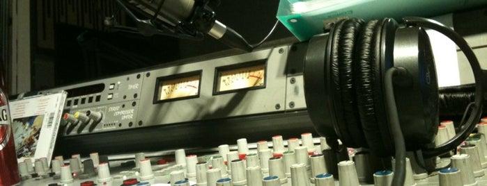 Yön Radyo is one of Tempat yang Disukai Sevgi.