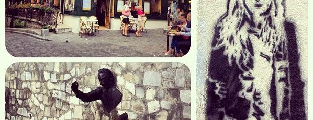 Le Montmartre is one of Pub's, Club's e Coffee Shops!.