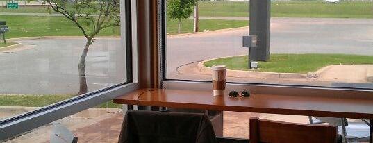 Starbucks is one of Lieux qui ont plu à Suzanne E.