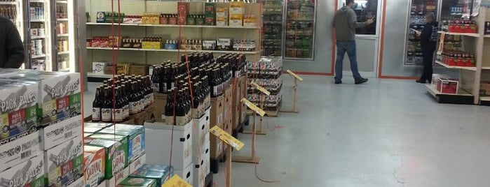 AJ's Beer Warehouse is one of Skeeterさんのお気に入りスポット.