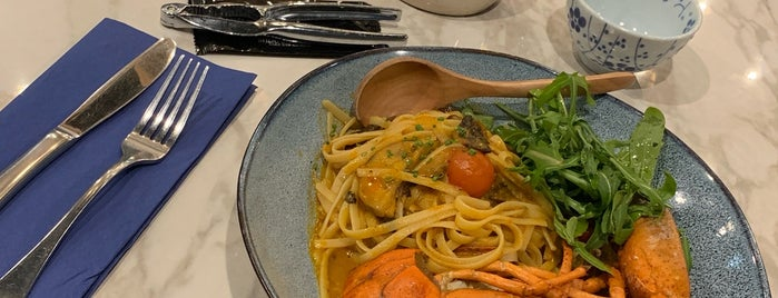 Unabara Lobster and Oyster Bar is one of Lugares favoritos de Kris.