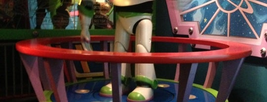 Buzz Lightyear Astro Blasters is one of Christianさんのお気に入りスポット.