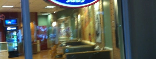 Jersey Mike's Subs is one of Tempat yang Disukai Kip.