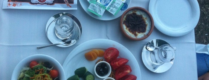 Havuzbasi Cafe Bistro is one of สถานที่ที่ Burak ถูกใจ.