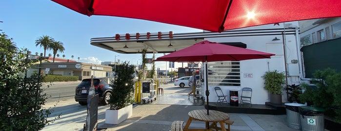 Full Service Coffee is one of Gespeicherte Orte von Whit.