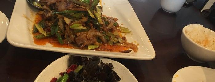 Szechuan Chef / 滋味村 is one of สถานที่ที่ Paul ถูกใจ.