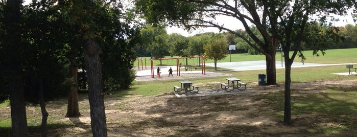 Cross Timbers Park is one of Hangouts.