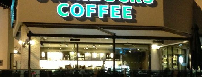 Starbucks is one of Orte, die Tuğrul gefallen.