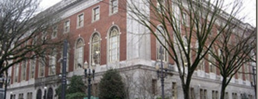 Multnomah County Library - Central is one of สถานที่ที่ Marie ถูกใจ.