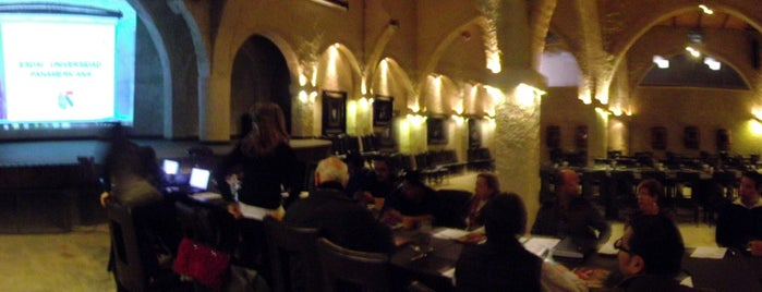 La Taberna del Cofrade is one of สถานที่ที่บันทึกไว้ของ William.