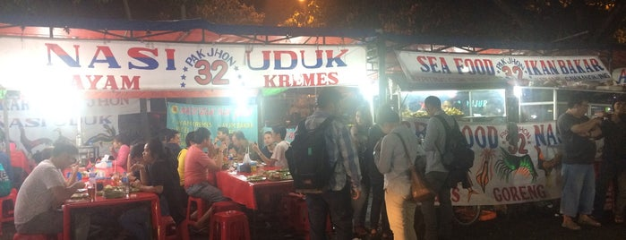 Seafood Pak Jhon 32 is one of Bodetabek Simple Art of Eating.