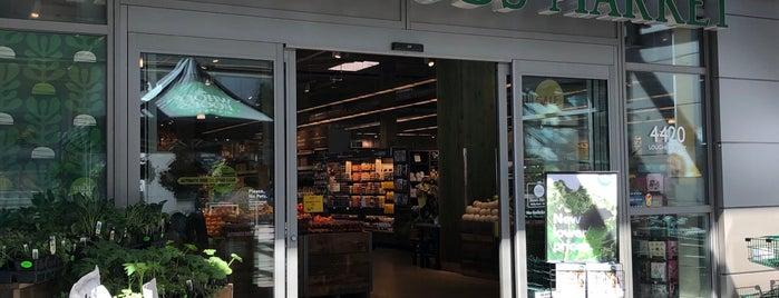 Whole Foods Market is one of สถานที่ที่ Vivian ถูกใจ.