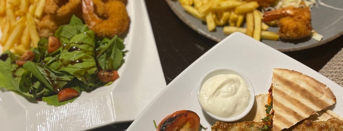 Moonlight Restaurant is one of Alkobar.