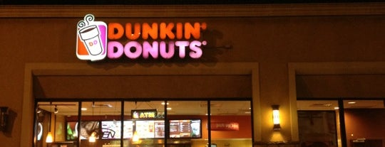 Dunkin' is one of สถานที่ที่ Brandon ถูกใจ.