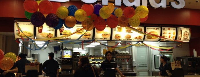 McDonald's is one of สถานที่ที่ Luis ถูกใจ.