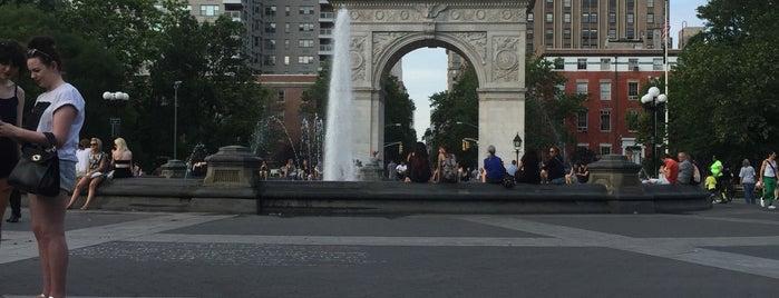 Washington Square Park is one of Orte, die Anne gefallen.
