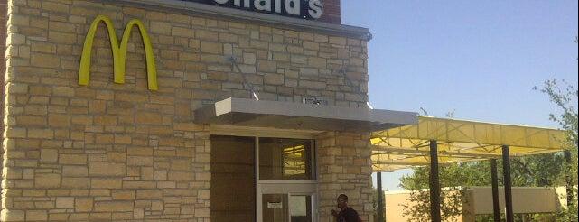 McDonald's is one of Casey  E'nin Beğendiği Mekanlar.