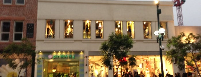 H&M is one of LA Places To Go.