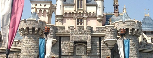 Hong Kong Disneyland is one of Tempat yang Disukai Chanine Mae.
