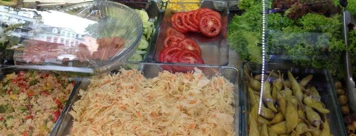 Rosa's Burger is one of Orte, die Ramazan gefallen.