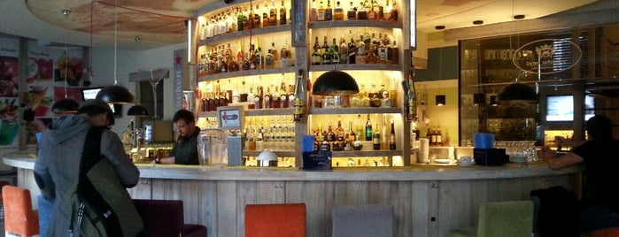Coctail Bar Max & Dom Whisky is one of Orte, die Felipe gefallen.