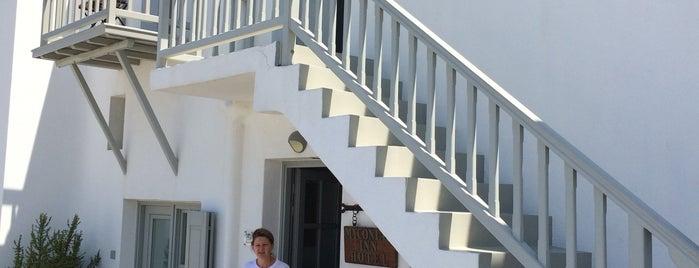 Myconian Inn is one of Lugares favoritos de Mariana.