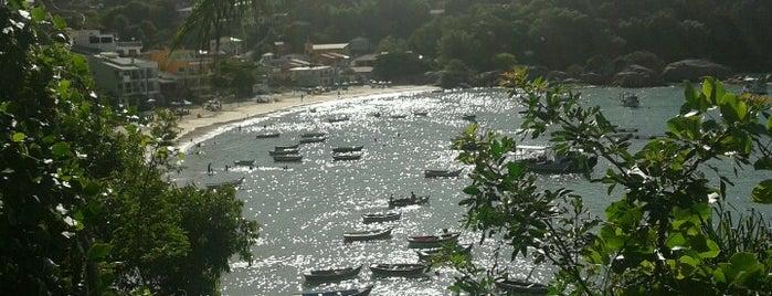 Praia Ganchos de Fora is one of Deise'nin Kaydettiği Mekanlar.