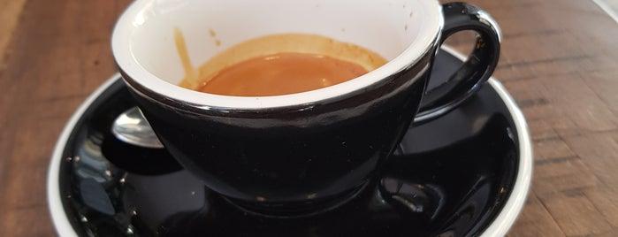 Double Shot Partisan Coffee is one of สถานที่ที่ Lou ถูกใจ.