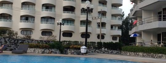 Swimming Pool   The Royal Rayong Condominium is one of Marisa 님이 좋아한 장소.