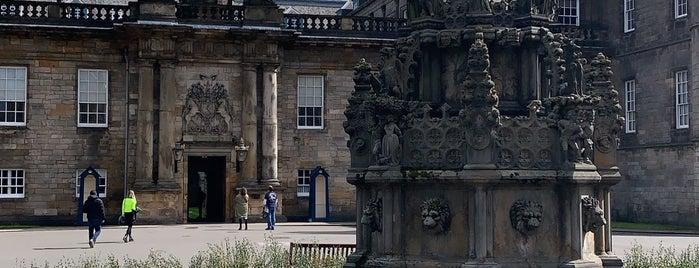 Palacio de Holyroodhouse is one of Lugares favoritos de Paige.