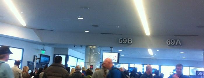Gate 69 is one of Lugares favoritos de Tony.