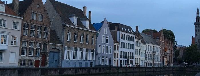 Brugge Tolhuis is one of สถานที่ที่ Carl ถูกใจ.