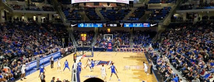 Wintrust Arena is one of Lugares favoritos de Kenny.