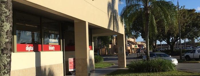 CVS pharmacy is one of Orte, die Isabella gefallen.