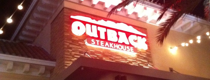 Outback Steakhouse is one of Tempat yang Disukai Val.